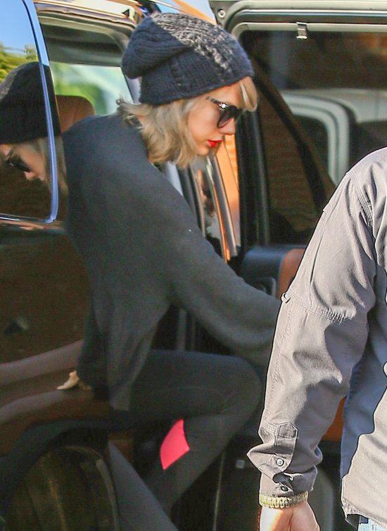 Przed Sylwestrem Taylor Swift wpad�a na si�owni� (FOTO)