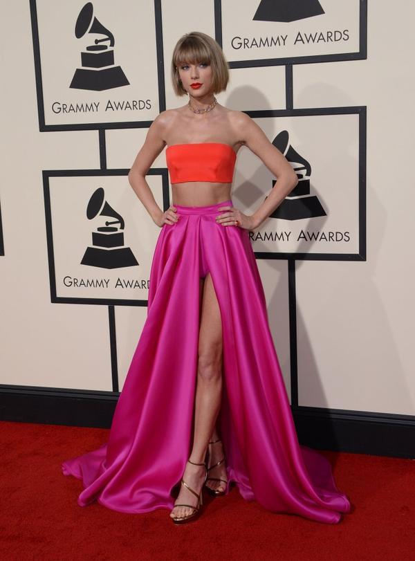 Taylor Swift lubi swój większy biust (i wciąż twierdzi, że jest naturalny)