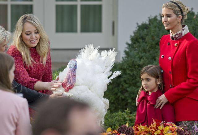 Tiffany Trump skradła show ułaskawiania indyka w Białym Domu (ZDJĘCIA)