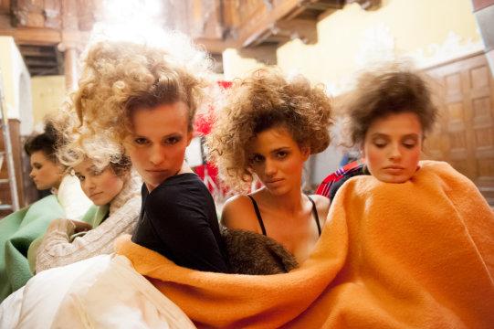 Dziewczyny z Top Model w pierwszej poważnej sesji (FOTO)
