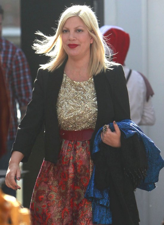 Tori Spelling przed i po makijażu (FOTO)