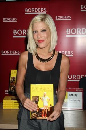 Tori Spelling promuje kolejną książkę (FOTO)