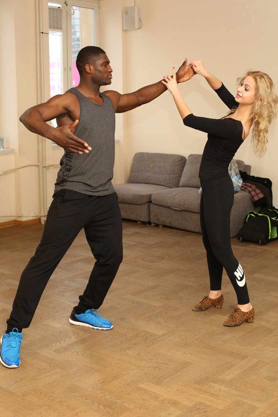 Izu Ugonoh trenuje z Hanną Żudziewicz do Tańca z gwiazdami