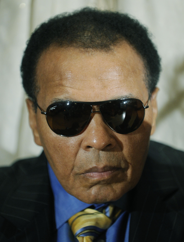 Zmar� legendarny bokser Muhammad Ali