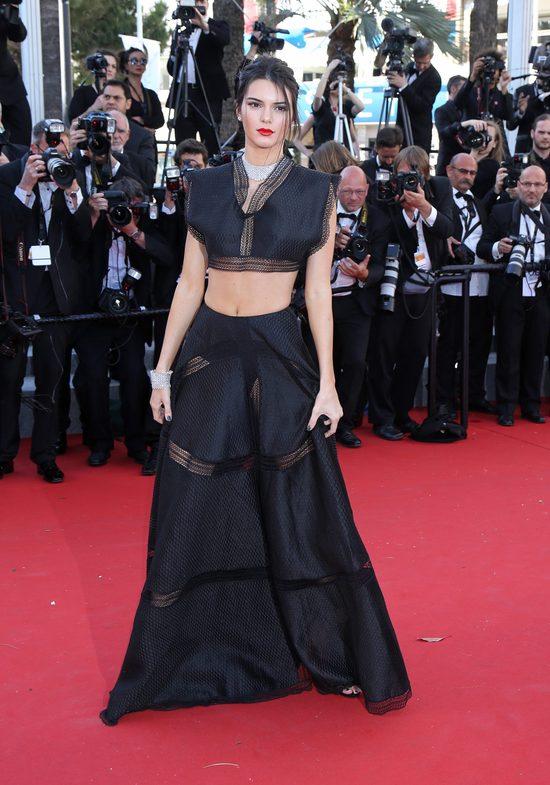 Kendall Jenner na czerwonym dywanie w Cannes (FOTO)