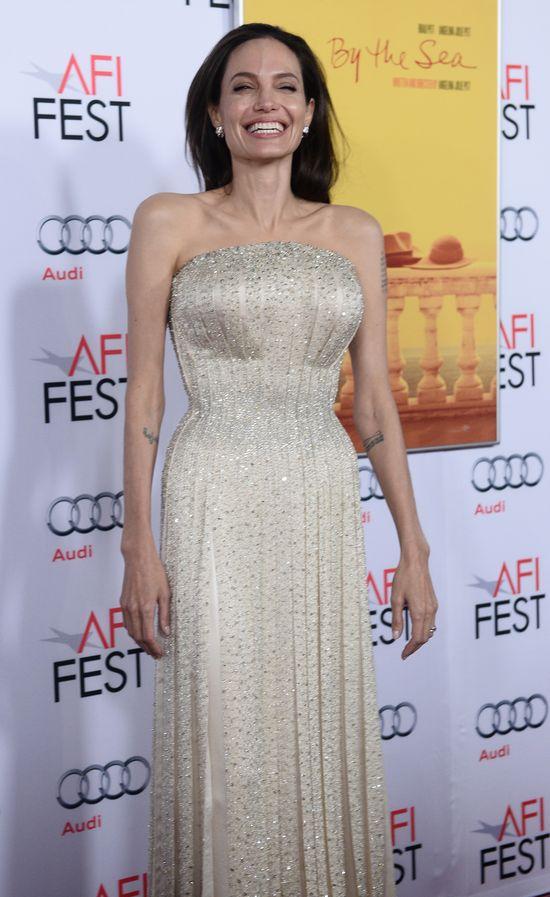 NIE UWIERZYSZ z kim spotyka się Angelina Jolie! (VIDEO)