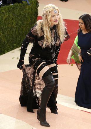 Madonna swoją kreacją STRASZYŁA na Gali MET!  (VIDEO)