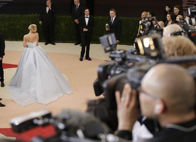 Claire Danes w NIESAMOWITEJ sukni na MET 2016!