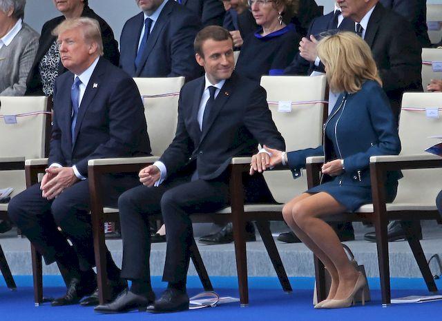 Mowa ciała Donalda Trumpa pokazuje, że GARDZI ludźmi?!