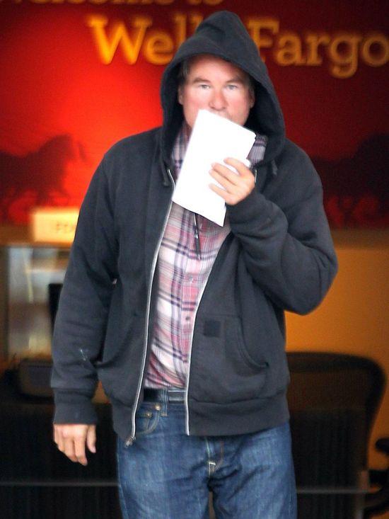 Val Kilmer schud� chyba ze 100 kilo!
