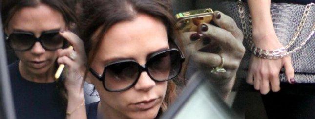 Victoria Beckham – złoty telefon i odrosty (FOTO)