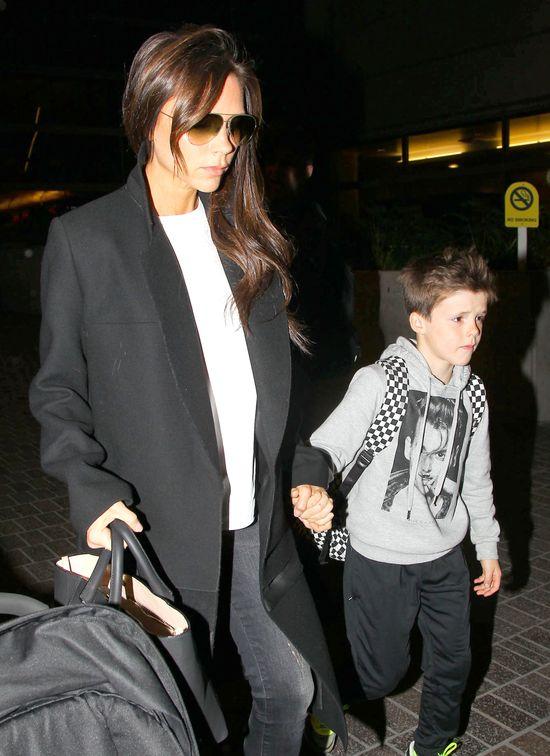 Victoria Beckham opiekę nad Harper powierza synowi (FOTO)