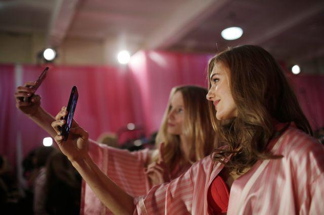 Na backstage'u pokazu Victoria's Secret by�o JEDZENIE!