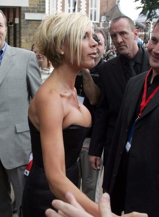 Victoria Bekham w Berlinie - mniejszy biust, więcej makijażu