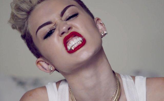 Miley Cyrus i jej złote zęby (FOTO+VIDEO)