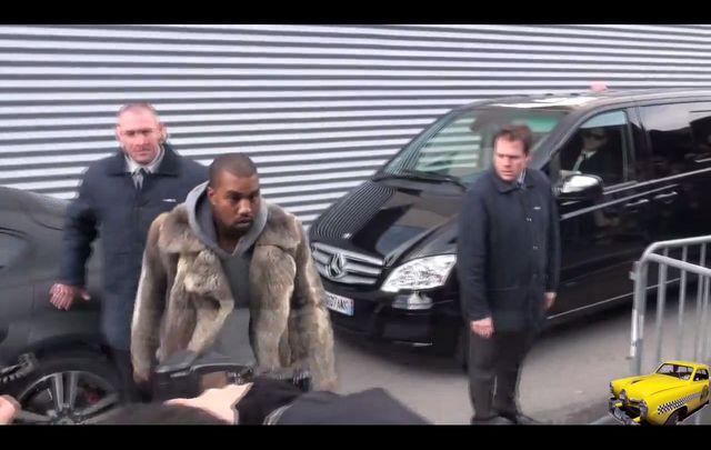 Kanye West w wielkim futrze na Tygodniu Mody [VIDEO]
