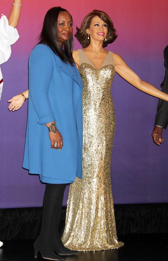 Zaprezentowano cztery figury woskowe Whitney Houston (FOTO)