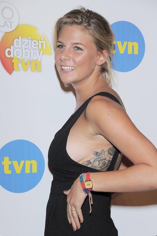 Opalona Marta Wierzbicka błysnęła biustem i tatuażami (FOTO)