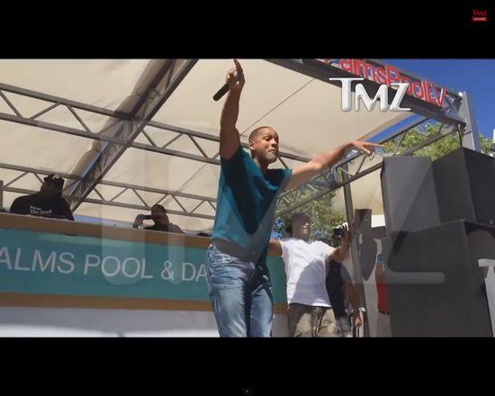 Will Smith rozbiera się na scenie [VIDEO]