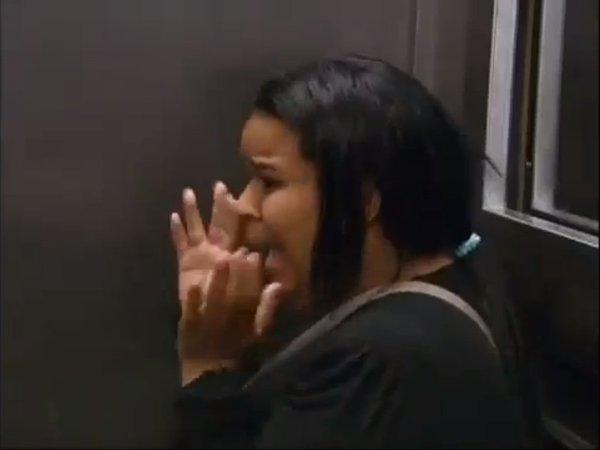 Horror w windzie - trup wypada z trumny [VDEO]