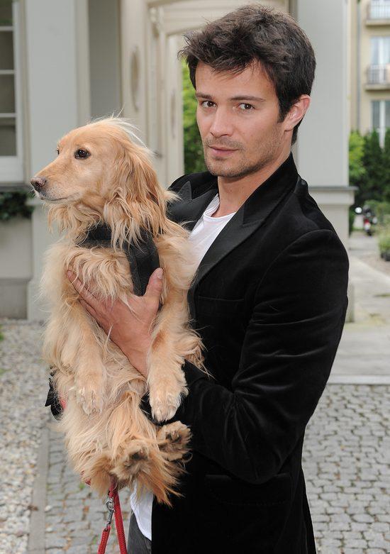 Agnieszka Włodarczyk w seksownym topie z psem