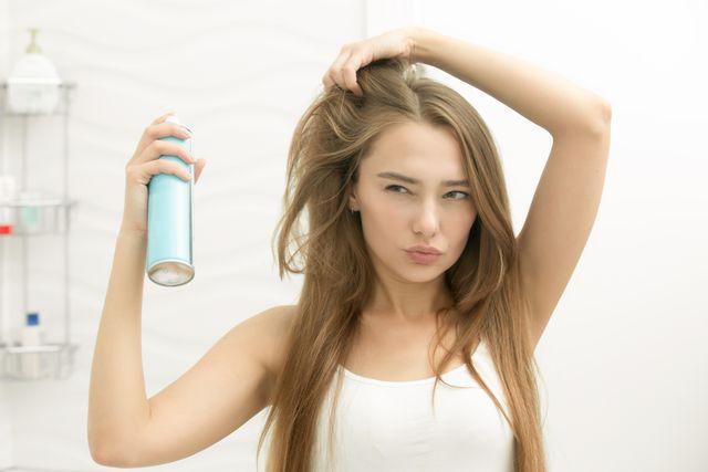 Masz problem z elektryzowaniem się włosów zimą?