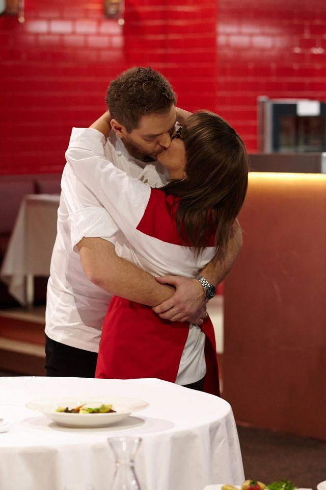 Tak powinien całować żonaty Wojciech Amaro? (FOTO)