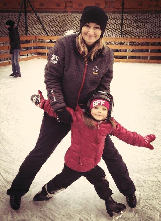 Martyna Wojciechowska z córką Marysią na łyżwach (FOTO)