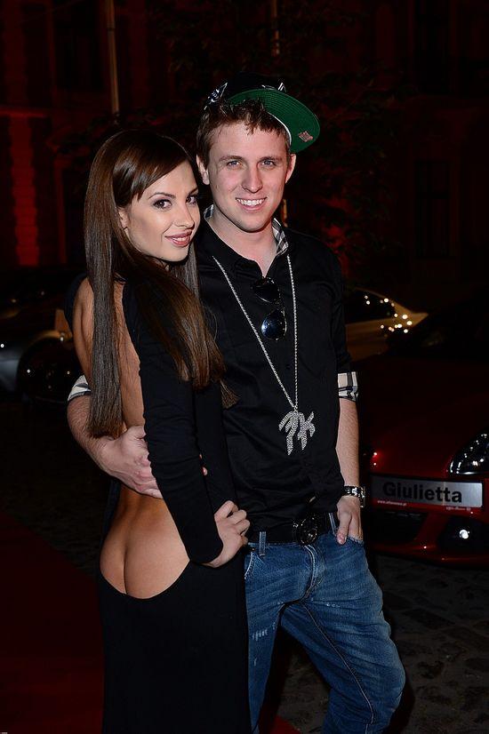 Koleżanka Pikeja na imprezie Playboya pokazała pupę (FOTO)