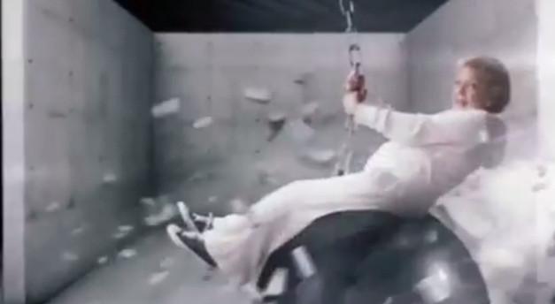 Betty White parodiuje Miley Cyrus (VIDEO)