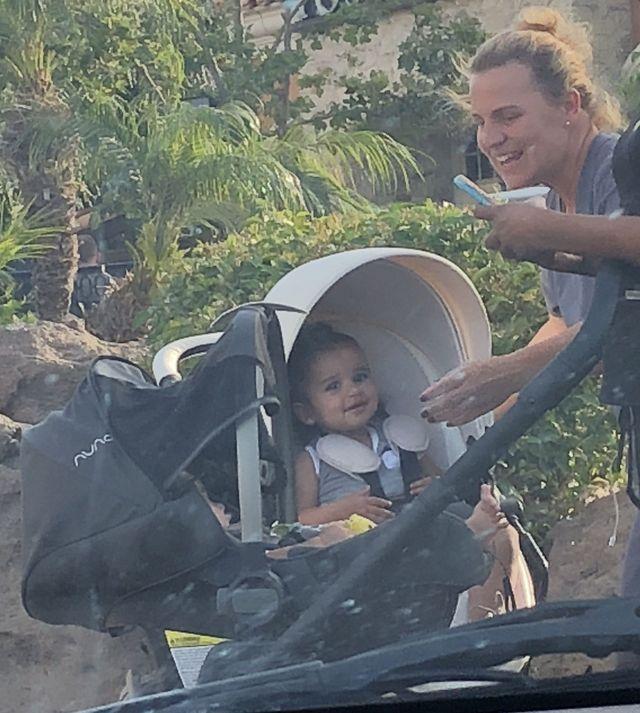 Z kim jeździ na spacery córka Roba i Blac Chyny? (ZDJĘCIA)