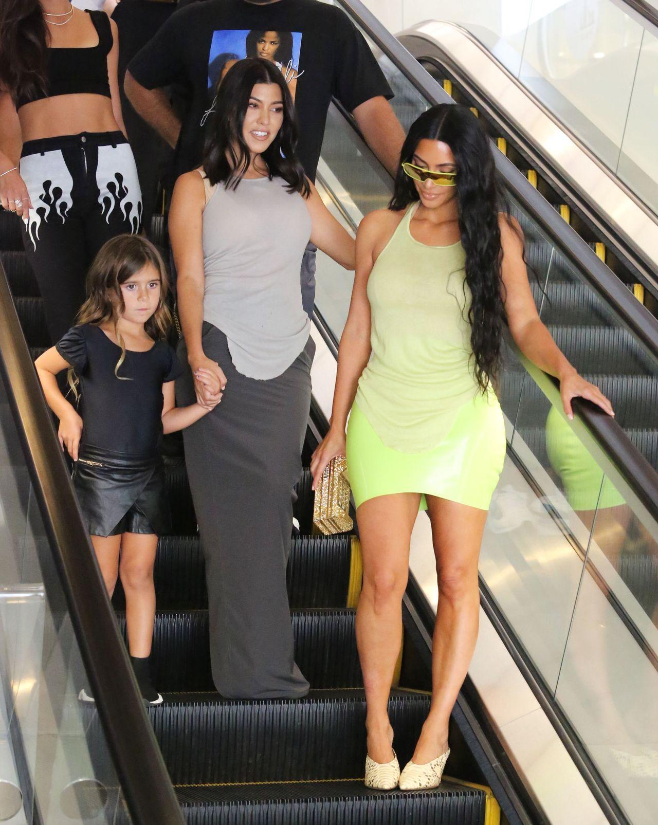 Kim Kardashian ma swój sposób na pocieszenie zdradzonej Kourtney (ZDJĘCIA)