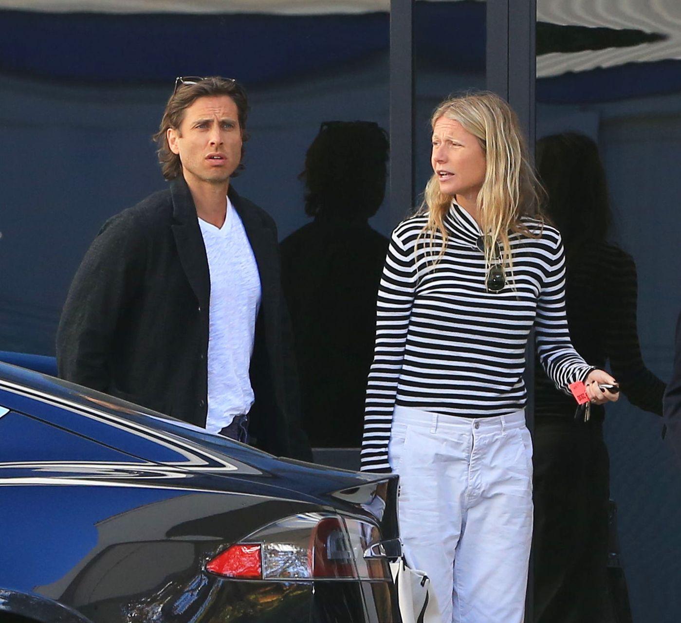 Zmęczona Gwyneth Paltrow bez makijażu wróciła z wakacji (ZDJĘCIA)