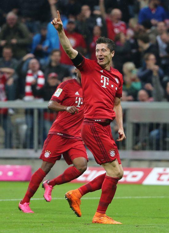 Robert Lewandowski to ca�kowite przeciwie�stwo Cristiano Ronaldo (VIDEO)