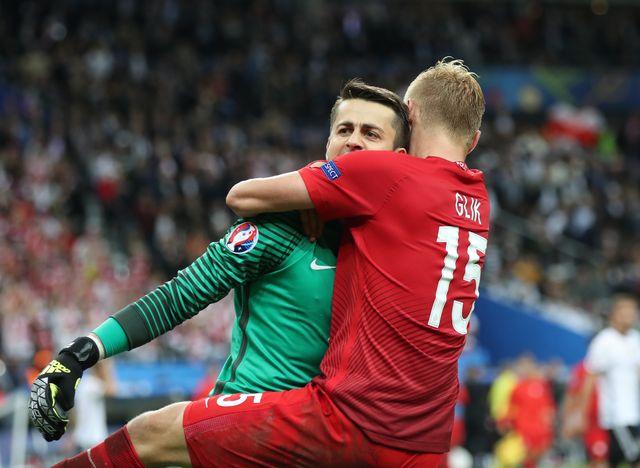 Wzruszaj�ce powitanie �ukasza Fabia�skiego po Euro 2016 (VIDEO)