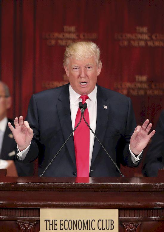 Jimmy Fallon wytarmosił Donalda Trumpa za włosy! (VIDEO)