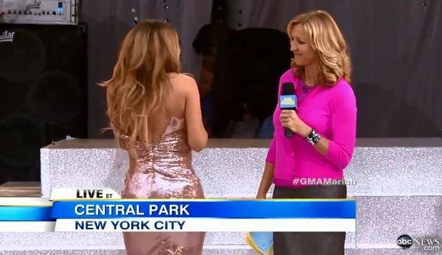 Sukienka Marii Carey pękła podczas występu na żywo (VIDEO)