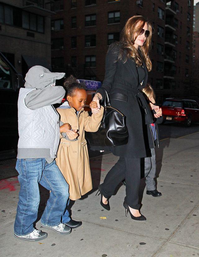 Zahara podgl�da starszego brata z dziewczyn�