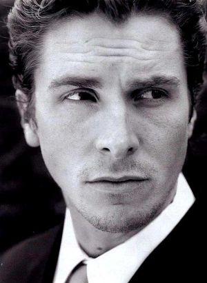 Christian Bale wcina larwy i robaczki