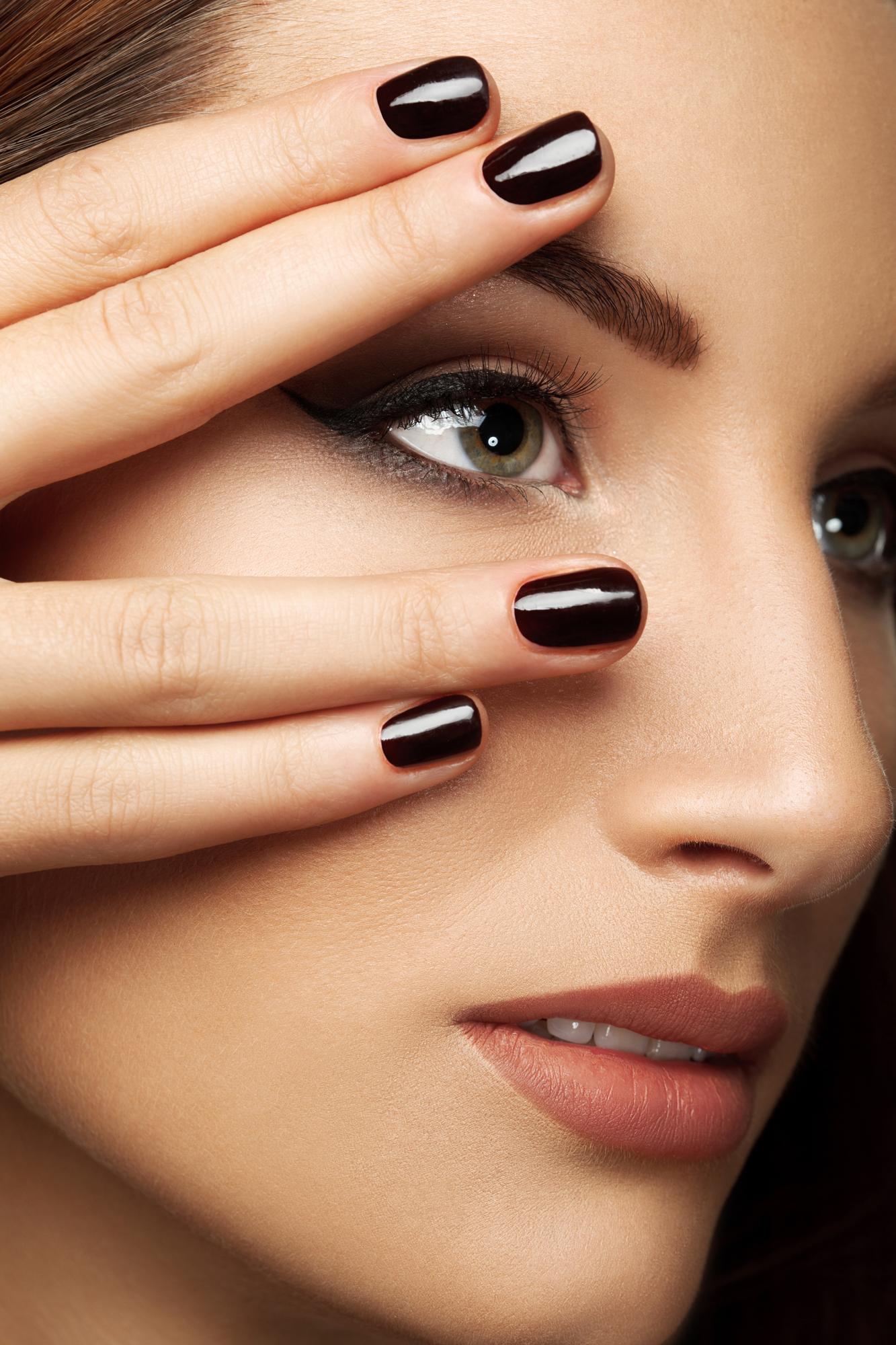 Te kolory na paznokciach zrobią furorę jesienią!