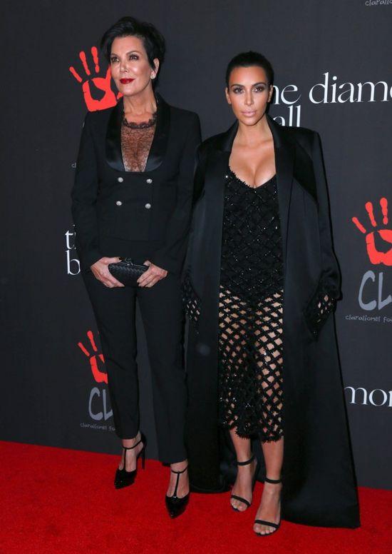 Ciekawe, czy wiedzia�y, �e ubieraj� si� jak Kim... (FOTO)