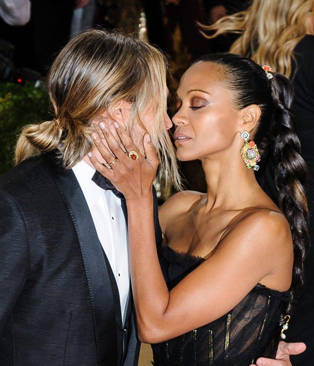 Filmowy pocałunek na gali MET 2016 (FOTO)