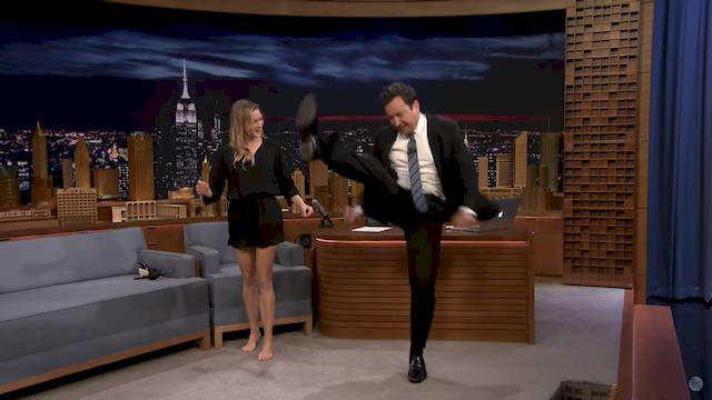Renee Zellweger pokazała Jimmy'emu Fallonowi, jak bardzo jest... rozciągnięta