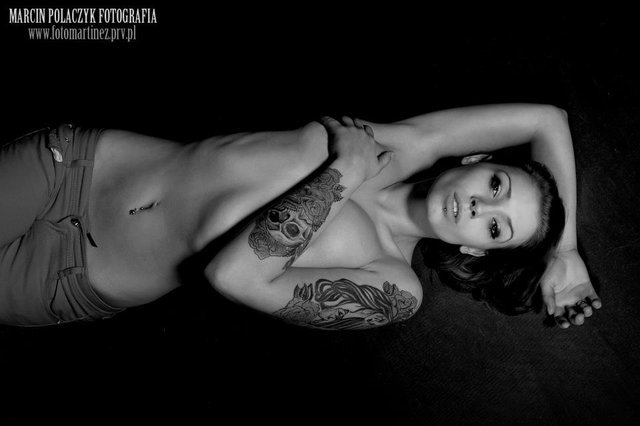 Zula Walkowiak z Top Model topless z facetem (FOTO)