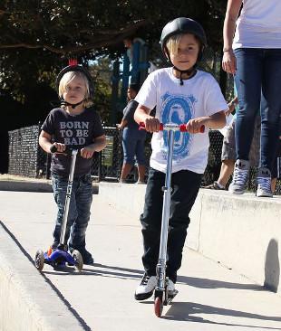 Dzieci Gwen Stefani szalały w parku (FOTO)