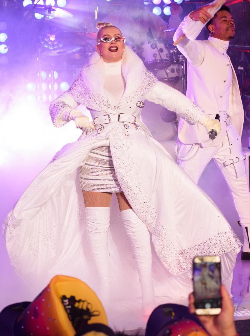 Christina Aguilera w FATALNEJ sylwestrowej stylizacji. Przytyła?