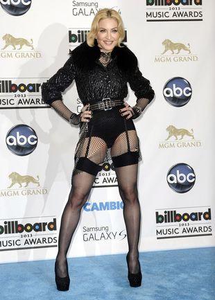 Madonna jako czarny anioł na Billboard Music Awards (FOTO)