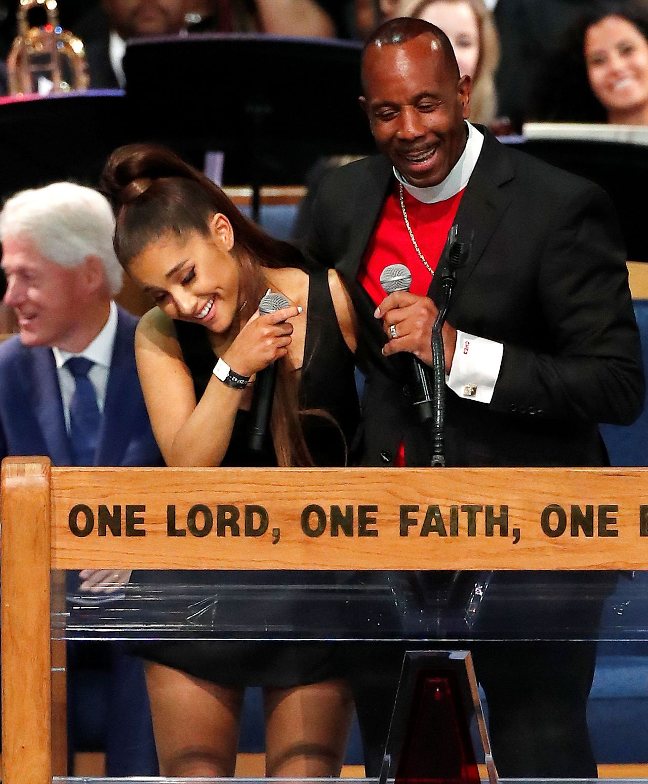 Narzeczony Grande jest WŚCIEKŁY na pastora, który ją obmacywał. Chciał zrobić TO