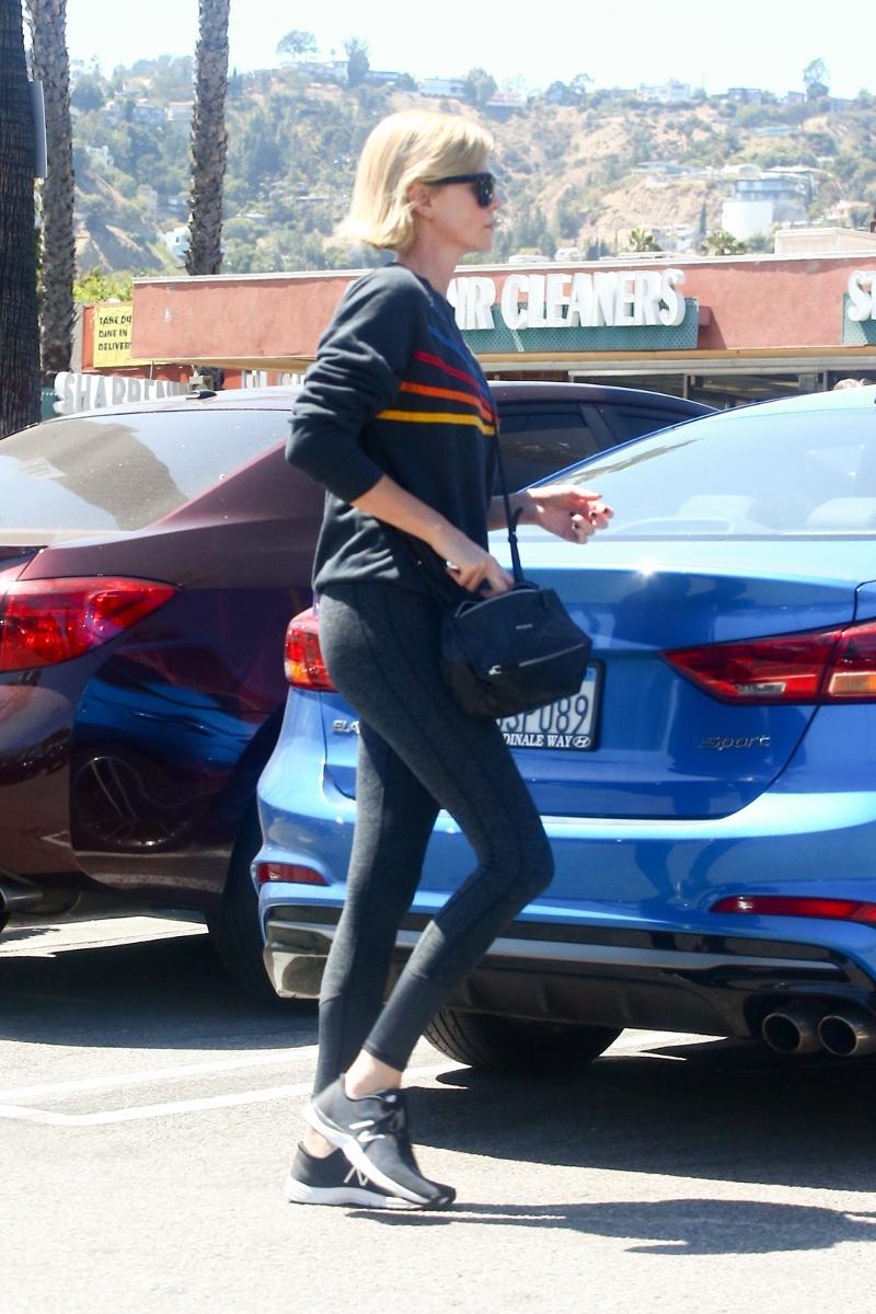 Co się dzieje z Charlize Theron? Te zdjęcia NIE wyglądają dobrze...