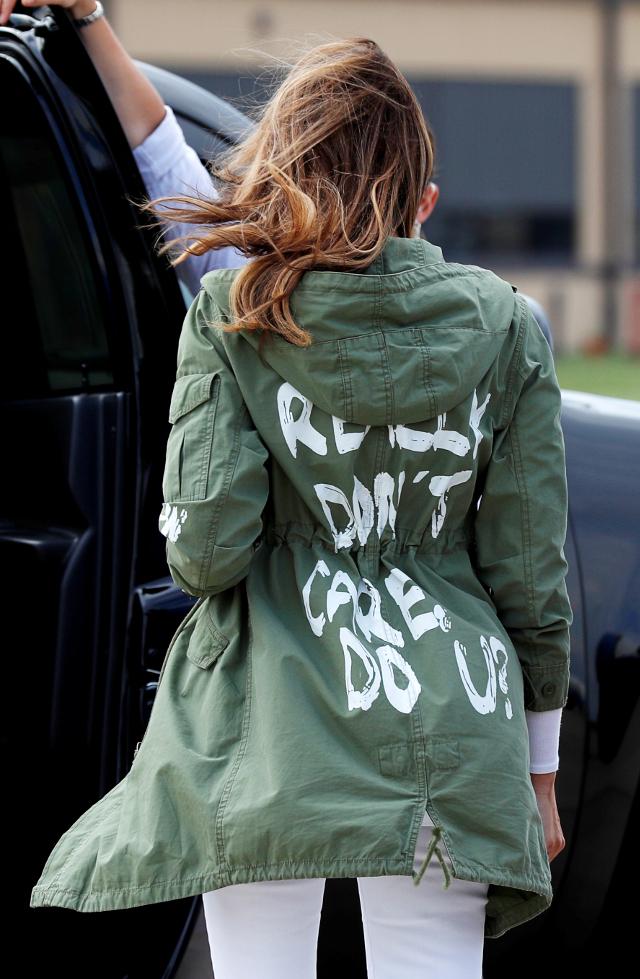 SKANDALICZNY napis na kurtce Melanii Trump! Donald już zdążył się wytłumaczyć!